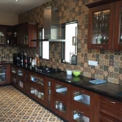 Muebles de cocinas de estilo  por Hoop Pine Interior Concepts, Clásico Madera Acabado en madera