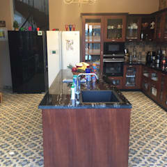 Kitchen units by Hoop Pine Interior Concepts, Classic Wood Wood effect