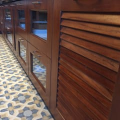 وحدات مطبخ تنفيذ Hoop Pine Interior Concepts , كلاسيكي خشب Wood effect