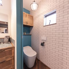 Rustic style bathrooms by クローバーハウス Rustic Wood Wood effect