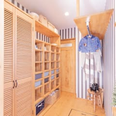 Dressing room by クローバーハウス, Rustic Wood Wood effect