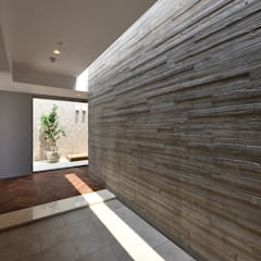 首里の集合住宅: 株式会社クレールアーキラボが手掛けた廊下 & 玄関です。,オリジナル コンクリート