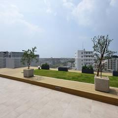 首里の集合住宅 オリジナルデザインの テラス の 株式会社クレールアーキラボ オリジナル