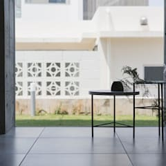 Kaya Villa Onna: 株式会社クレールアーキラボが手掛けた廊下 & 玄関です。,オリジナル