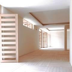 دیوار توسطAGE/Alejandro Gaona Estudio, اکلکتیک (ادغامی) چوب Wood effect