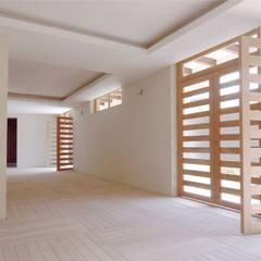 Red Box - Espacio para meditación: Pisos de estilo  por AGE/Alejandro Gaona Estudio, Minimalista Madera Acabado en madera