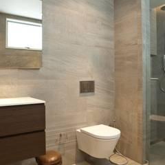 Departamento Schiller: Baños de estilo  por AGE/Alejandro Gaona Estudio, Minimalista Concreto