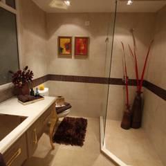Bathroom by Tanish Dzignz, Classic