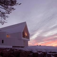 House in White: AEV Architectures (아으베아키텍쳐스)의  주택,미니멀