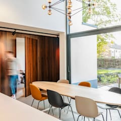 Villa aan de rand van het bos Moderne keukens van Jolanda Knook interieurvormgeving Modern