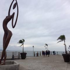 Pérgolas y macetas en Fibra de vidrio para el Malecón de San Blas, Nayarit: Espacios comerciales de estilo  por Resinas del Pacifico, Moderno