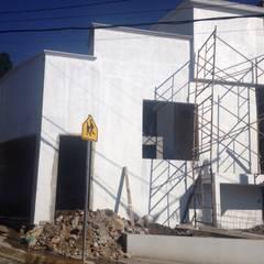 Casas unifamiliares de estilo  por Arqcubo Arquitectos, Clásico Concreto