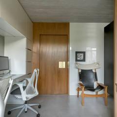 Commercial Spaces by SAINZ arquitetura, Minimalist Concrete
