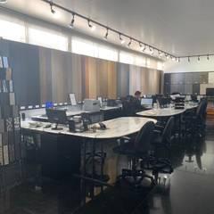 Showroom Coyoacán: Estudios y oficinas de estilo  por Pisos Marmex, Clásico