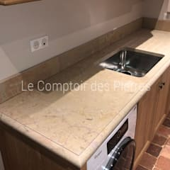 Small kitchens by LE COMPTOIR DES PIERRES, Classic Stone