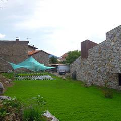 Rock Garden by SANTI VIVES ARQUITECTURA EN BARCELONA, Modern