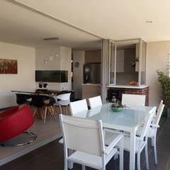 Diseño interior de apartamento: Terrazas de estilo  por GEOARKITECTURA, Moderno