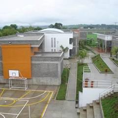 Diseño Centro Administrativo del Menor Infractor- Quindío: Casas de estilo  por GEOARKITECTURA, Industrial