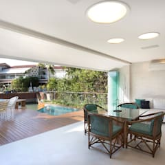 Balcón de estilo  por Viviane Cunha Arquitectura, Moderno