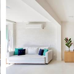 Casa SRC junto ao mar por Viviane Cunha Arquitectura Moderno