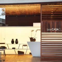 Loja Sustentável no Casa Cor Rio: Escritórios e Espaços de trabalho  por Viviane Cunha Arquitectura,Moderno