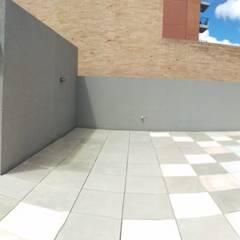 DISEÑO BBQ CASAS DEL ESTE: Terrazas de estilo  por Plano 13, Moderno Madera Acabado en madera
