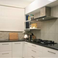 Cocinas equipadas de estilo  por 3A Architects Inc, Moderno Contrachapado