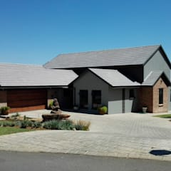 House Liebenberg:  Country house by HR Designs, Modern