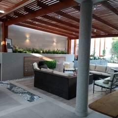 Terraza en casa en La Molina: Terrazas de estilo  por Oniria Arquitectura , Ecléctico