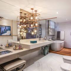 Suite de Casal: Banheiros  por ANDREA PINTO DE ALMEIDA ARQUITETURA E CONSTRUÇÃO,Moderno