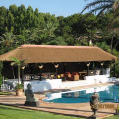 SELECCION DE TRABAJOS REALIZADOS POR PERGOLAS LUXURY 1:  de estilo tropical de PERGOLAS LUXURY , Tropical
