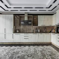 Ремонт и дизайн квартиры в Москве 2019 год: Встроенные кухни в . Автор – Ремонт и дизайн квартир с ICON, Лофт