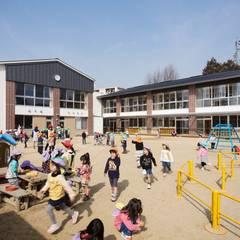 Schools توسطFOMES design, اکلکتیک (ادغامی)
