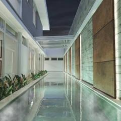 Pool by studio vtx, Minimalist