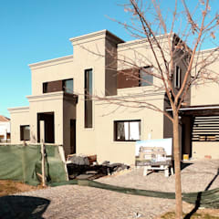 Estudio Zanolo의  일세대용 주택, 클래식 벽돌
