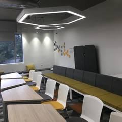 غرفة نوم مراهقين  تنفيذ Moss arquitectura y mobiliario SAS, صناعي معدن