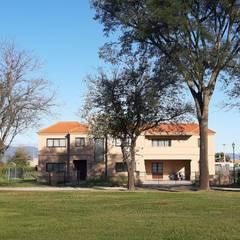 Villas by Estudio Triada, Eclectic