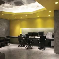 Mola Studio Escritórios modernos por Novostudio Arquitectos Moderno