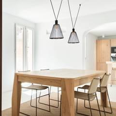 Dining room by Minimal Studio, Mediterranean Wood Wood effect