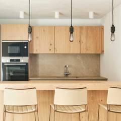 Built-in kitchens by Minimal Studio, Mediterranean Wood Wood effect