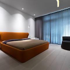 БЕЗДОГАННИЙ МІНІМАЛІЗМ:  Small bedroom вiд Design Studio Yuriy Zimenko, Мінімалістичний Масив Різнокольорові