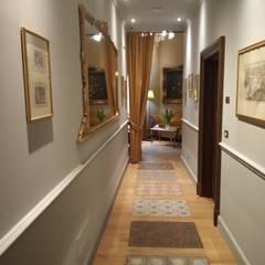Corridor & hallway by ARTE DELL' ABITARE, Mediterranean Solid Wood Multicolored