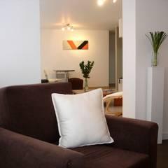 Apartaestudio en Bogotá: Estudios y despachos de estilo  por David Fernando Enciso, Moderno
