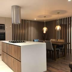 Apartamento AGS de entrearquitectosestudio Moderno Madera Acabado en madera