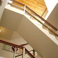 espacios: Escaleras de estilo  por David Fernando Enciso, Moderno