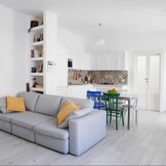 Ruang Keluarga Modern Oleh studio di progettazione architetto caterina martini Modern