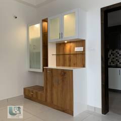 Crockery cum Puja Unit Modern dining room by U and I Designs Modern