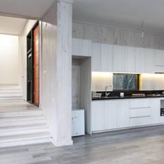 Kitchen units by MACIZO, ARQUITECTURA EN MADERA, Modern Wood Wood effect