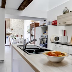 Built-in kitchens by a2 ARCHITECTURE, Country