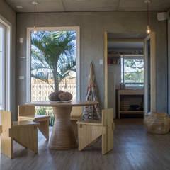 ห้องทานข้าว โดย Daniela Sedo Paisagismo, ทรอปิคอล